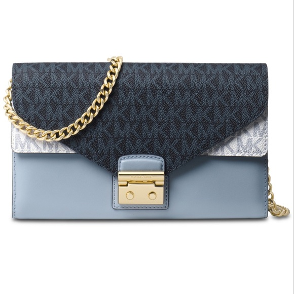 f2e830e18be5 Michael Kors Medium Signature Envelope WOC